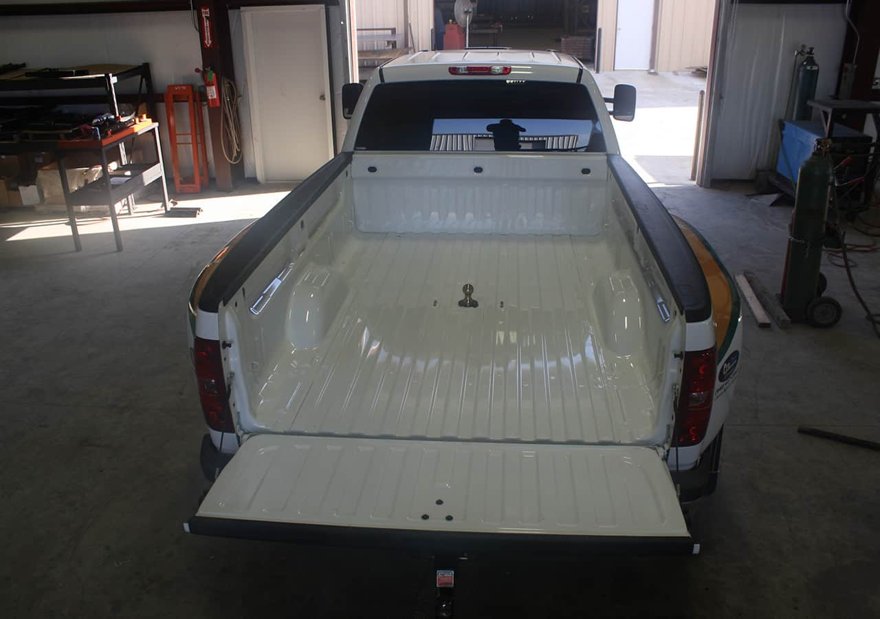white pickup truck with gooseneck trailer hitches